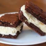 Cara Membuat Brownies Sandwich Ice Cream Lembut Mudah